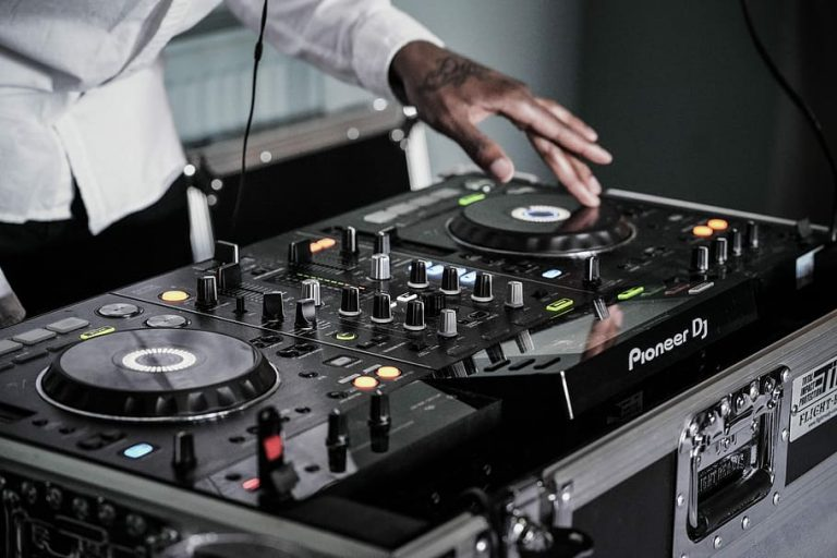 how to use dj controller
