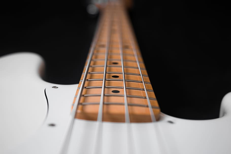 strings-of-bass-guitar